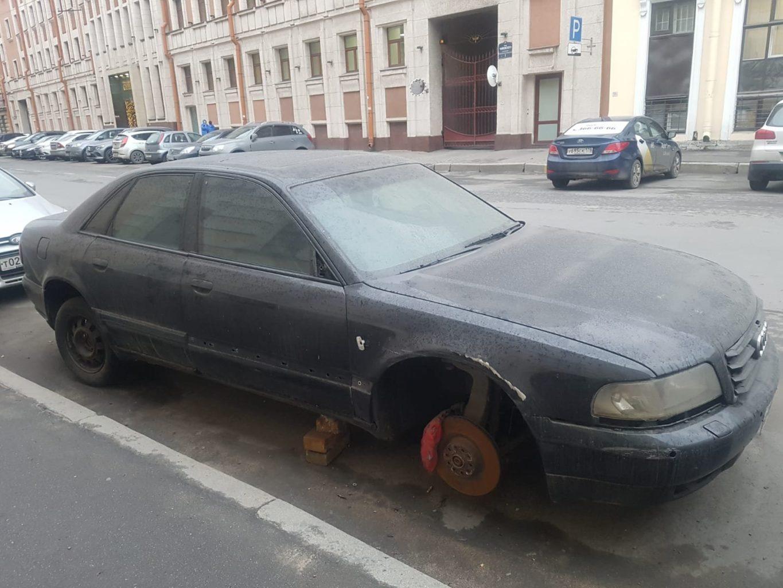 Schrottautos in St. Petersburg