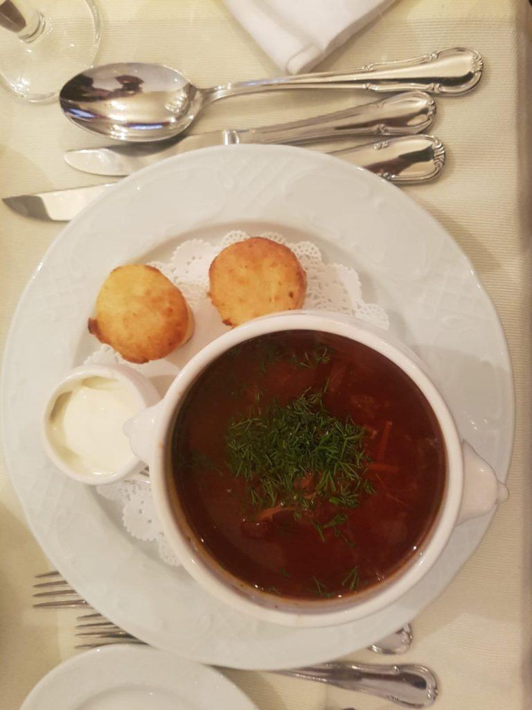 Essen im Gogol, St. Petersburg