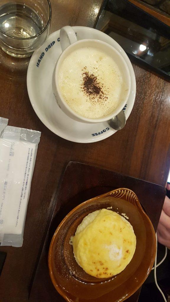 Käsekuchen und Kaffee