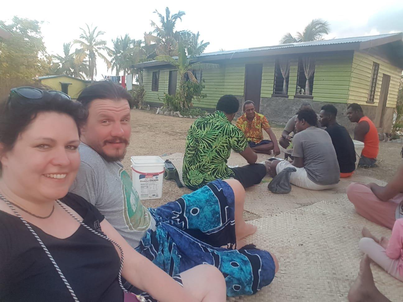 Essen mit der Dorfgemeinschaft