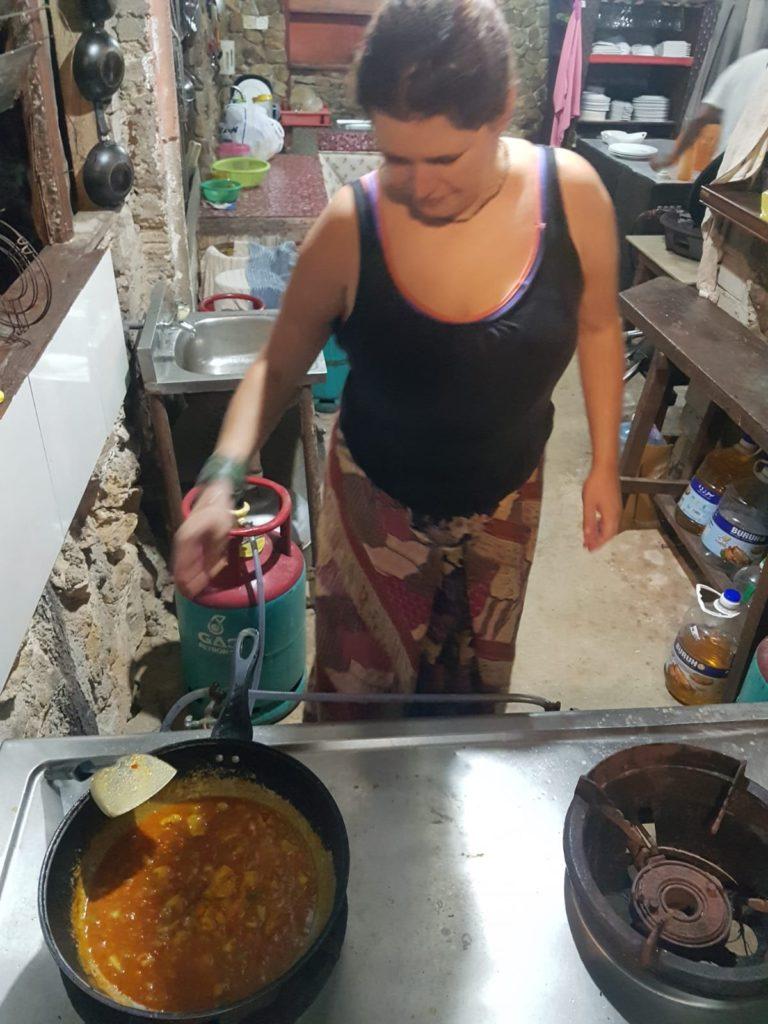 Stephi kocht auf Pulau Kapas