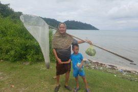 Fischerin auf Pulau Tuba
